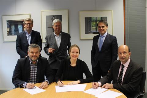 ondertekening overeenkomst Brenda Westra Opinieprijs 2 web