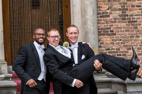 Promotie Beau Soederhuizen met paranimfen