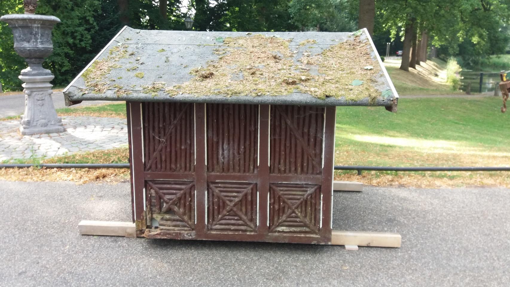 Stichting Nyenrode Fonds - Menagerie - Eendenhuisje voor restauratie, verplaatsing (2)