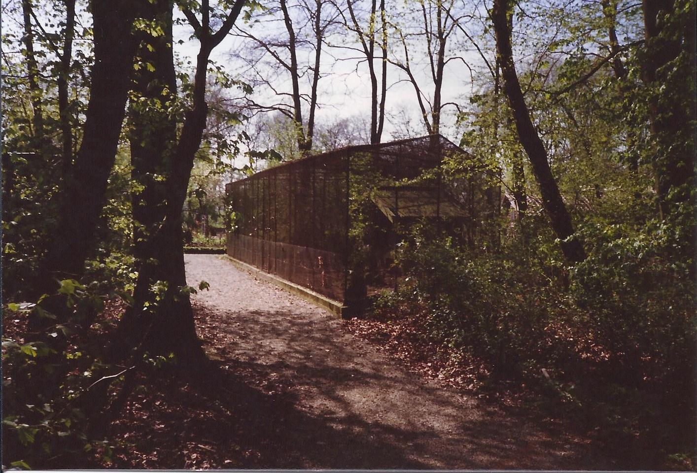Stichting Nyenrode Fonds - Menagerie - Duivenhokken met voliere, historische foto 1988