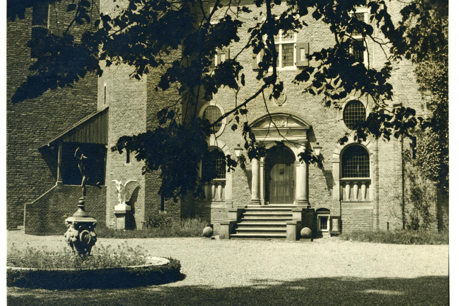 voorplein kasteel, Mercurius coll Laars ca 1935